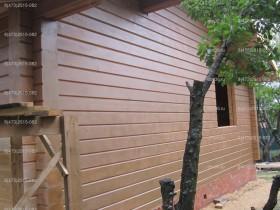 деревянный дом в саду покраска снаружи 1