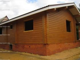 деревянный дом в саду покраска снаружи 2