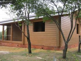 деревянный дом в саду покраска снаружи 4