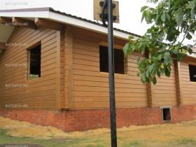деревянный дом в саду покраска снаружи 5