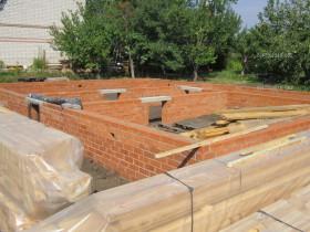 деревянный дом в саду_1