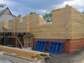 деревянный дом в саду_4