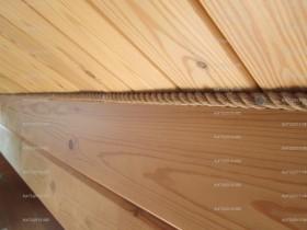 натуральный джутовый канат прекрасно впишется в интерьер деревянного дома