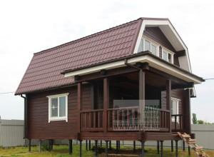 деревянный дом у реки