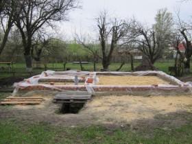 Строительство деревянного дома-бани  у пруда