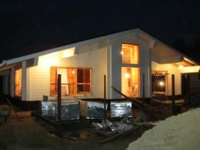 деревянный дом из клееного бруса приобрел желаемый цвет
