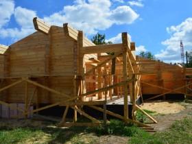 погодные условия позволяют производить быструю  и качественную сборку домового комплекта