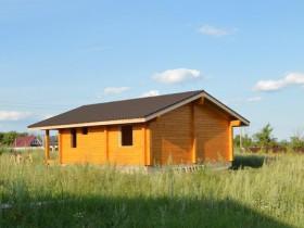 деревянный дом требует окраски качественными материалами - грунтовка и два слоя краски