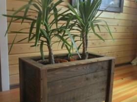 Беседки и мебель из бруса - Деревянный ящик для цветов.