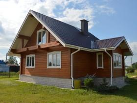 Фотогалерея - Деревянный дом у реки.