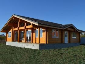 Деревянный дом покрашен