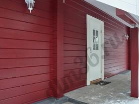 Двери в деревянном доме из клееного профилированного бруса.