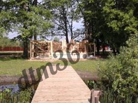 строительство деревянной бани у реки