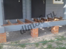 Строительство. закрытие теплого контура дома, отделка свесов дома натуральной древесиной.