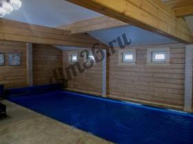 деревянные балки из клееного бруса в бассейне