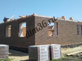 монтаж армопояса при строительстве кирпичного дома.