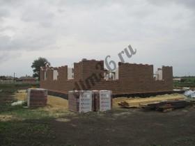 строительство кирпичного дома на монолитной плите