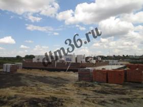 материалы для строительства стен, газосиликатные блоки 400мм и облицовочный кирпич.