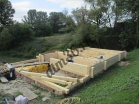 начало сборки деревянной бани.