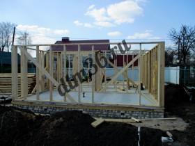 монтаж стеновых конструкций каркасного деревянного дома,