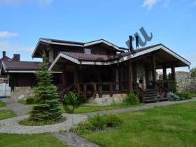 Чем защить деревянный дом снаружи. Покраска снаружи деревянного дома.